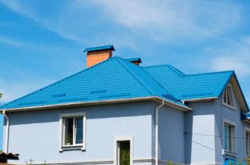 синяя крыша из металллочерепицы