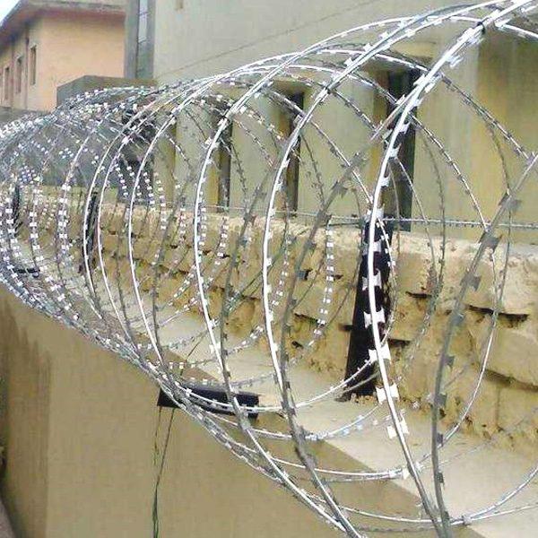 """Спиральное ограждение безопасности """"Егоза"""", d-600mm, 7 скоб соединения"""