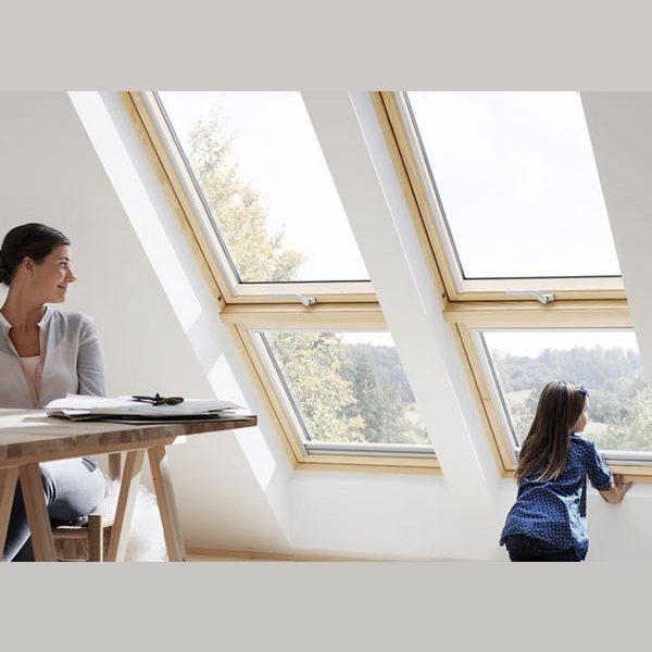 Окно на крышу Roto R45WH WD 71×124 (белая сосна)