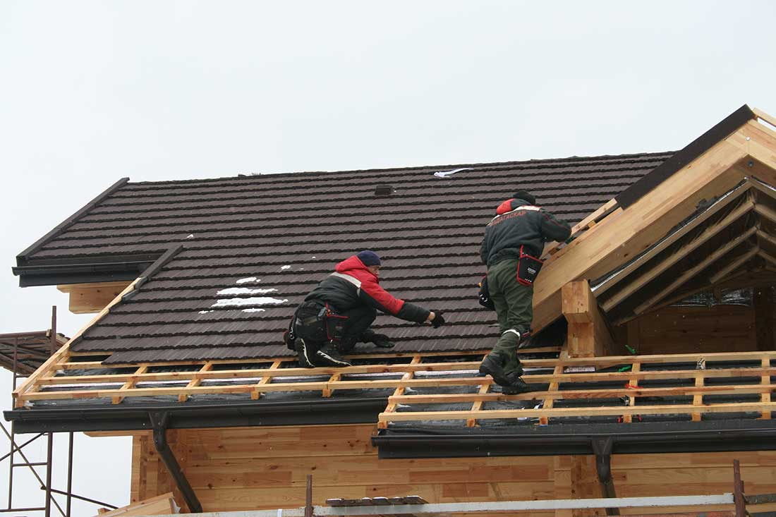"""Монтаж композитной черепицы - сложная крыша """"Под ключ"""" (без утепления)"""