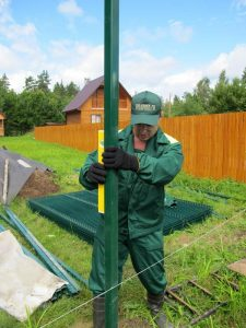 Строительство секционного ограждения высотой до 2,4 м (бетонирование столбов) с Y наконечником, секцией 530 мм и СББ