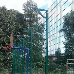 Установка забора из секций высотой от 6 м (точечное бетонирование) с наконечником и сеткой