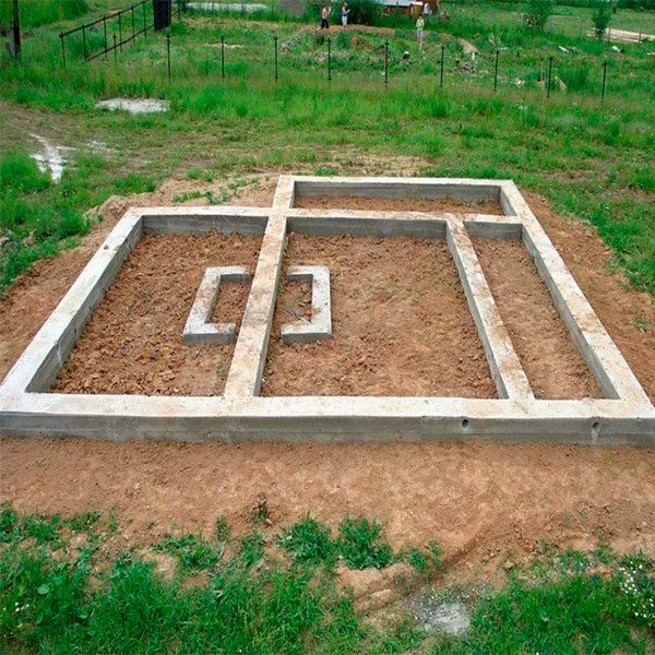 Заливка монолитного ленточного фундамента простого